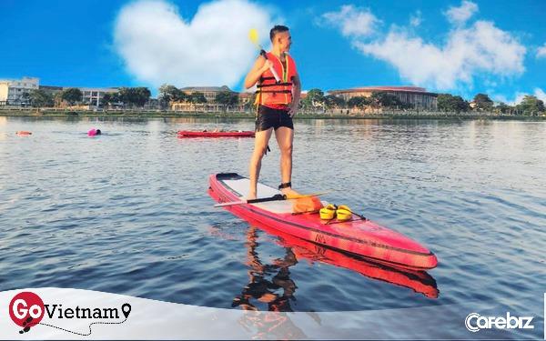 """""""Lướt ván đứng"""" trên dòng sông Hương: Một trải nghiệm khác biệt để cảm nhận nét sôi động của cố đô Huế"""