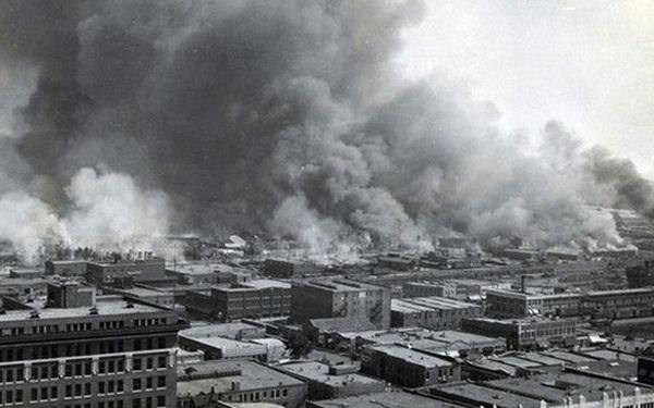 Cuộc gặp oan nghiệt trong thang máy mở màn vụ thảm sát chủng tộc kinh hoàng, làm chấn động nước Mỹ