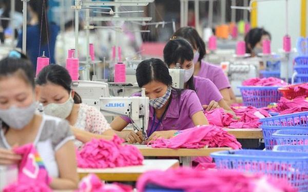 50% số đơn hàng bị huỷ trong nửa đầu năm nay, hàng chục ngàn công nhân dệt may Việt Nam lo mất việc