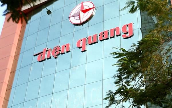 Gia đình bà Hồ Thị Kim Thoa đang sở hữu bao nhiêu cổ phần tại Bóng đèn Điện Quang (DQC)?