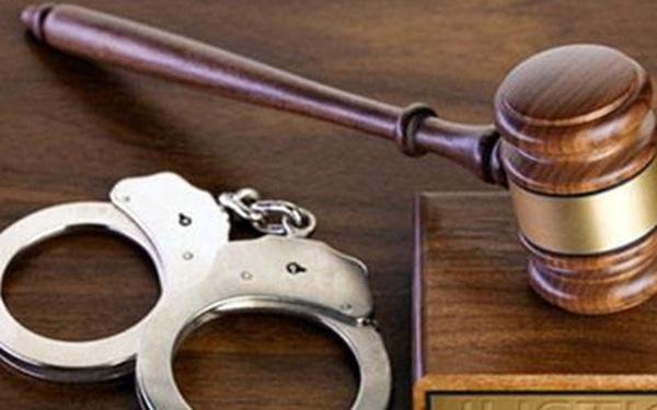 Khởi tố, bắt tạm giam ba đối tượng môi giới mua bán thận