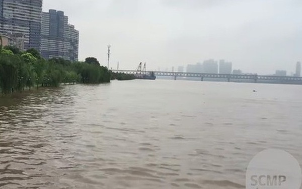 COVID-19 vừa qua, Vũ Hán lại ngập trong biển nước