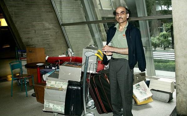 Chuyện kì lạ về người đàn ông mắc kẹt ở sân bay suốt 18 năm: Sống lang thang không nơi nương tựa, đến khi được về lại không chịu về