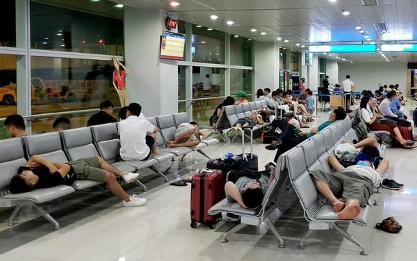 Sửa 2 sân bay lớn nhất nước, hành khách vật vã