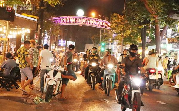 """2 khu phố ẩm thực nổi tiếng ở Sài Gòn: Chỗ vắng vẻ đìu hiu, nơi tấp nập khách nhưng """"bán dưới 25 triệu một đêm vẫn lỗ"""""""
