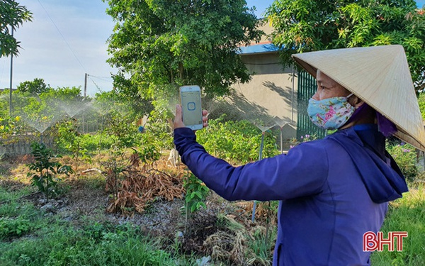 Nông dân Hà Tĩnh tưới cây... bằng smartphone!