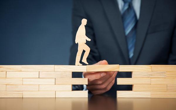Vì sao người lãnh đạo nên hiểu triết lý 'nghi ngờ vẫn dùng, dùng vẫn nghi ngờ' trong quản lý nhân sự?
