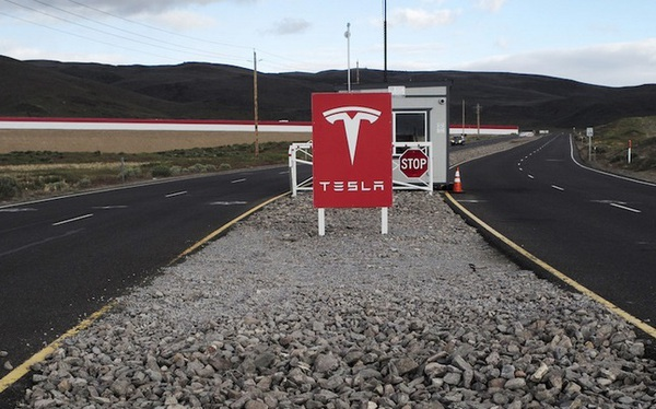 Tesla suýt bị dính mã độc tống tiền