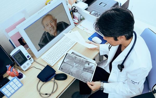 Bỏ việc McKinsey&Co, người đàn ông tạo dựng nên đế chế 'bác sỹ online' trị giá 39 tỷ USD