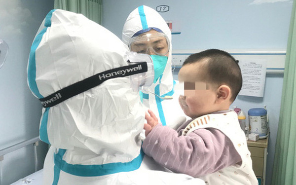 Trẻ nhiễm Covid-19 có thể mang lượng virus gấp 10 - 100 lần so với người lớn, lây lan mạnh