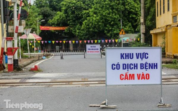 Bên trong khu phố ở Hà Nam bị phong tỏa vì ca mắc COVID-19