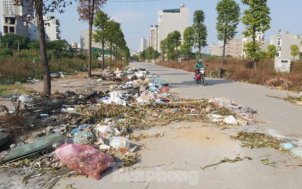 Rác ùn ứ, bốc mùi xú uế trong khu đô thị 'nghìn tỷ' ở Thủ đô