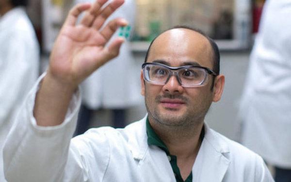 10 tuổi chưa biết chữ, người đàn ông gốc Việt vẫn chinh phục hoá học và trở thành Giáo sư đại học danh giá tại Mỹ