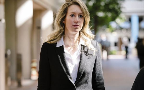 Nữ CEO xinh đẹp của startup xét nghiệm máu 'cú lừa thế kỷ' tự nhận mắc bệnh 'tâm thần' nhằm kháng án