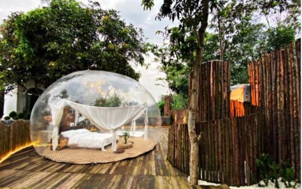 """Trải nghiệm đi nghỉ cuối tuần """"hú hồn"""" ở ngoại ô Hà Nội: Book villa 6 triệu/ đêm có nhà bong bóng ảo diệu giống Bali, khách ngơ ngác nhận phòng y như cái lều vịt"""