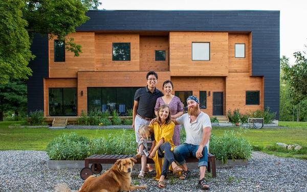 """Độc đáo mô hình nhà ở kết hợp từ hai hộ gia đình: Người cho thuê vì """"đam mê"""", người khởi nghiệp canh tác thành trang trại hữu cơ vừa đẹp, vừa hiếm có"""