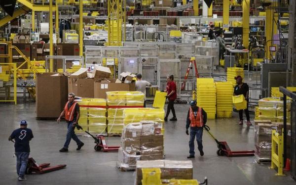 Khi phần lớn thế giới vẫn loay hoay với Covid-19, Amazon thuê thêm 100.000 nhân công ở Mỹ và Canada