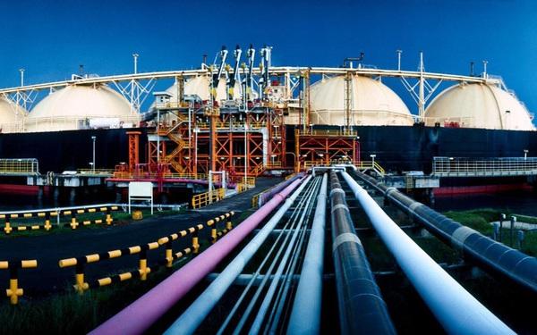 Yếu tố nào khiến hàng loạt các tổ chức lớn hạ mạnh dự báo nhu cầu năng lượng toàn cầu?