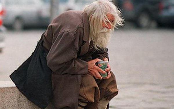 Giúp 1 người vô gia cư rồi về khoe với bố, cậu bé không ngờ bị khiển trách: Lý do thức tỉnh nhiều người