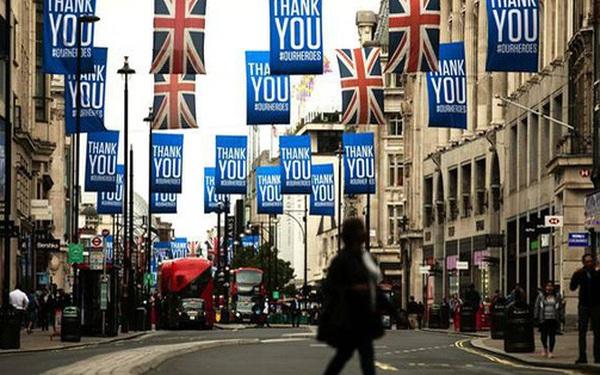 Anh liên tiếp 'phá kỷ lục' số ca mắc mới COVID-19, London được cân nhắc 'phong tỏa'