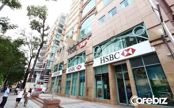 Sếp HSBC nói về ngành ngân hàng hậu Covid: Lượng giao dịch viên giảm, phòng giao dịch sẽ giống phòng chờ dịch vụ, với chỗ ngồi ấm cúng phù hợp cho trò chuyện riêng tư