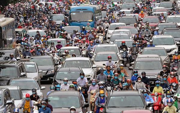"""Ảnh: Hà Nội trở lại những ngày ùn tắc """"từ ngõ ra đường lớn"""" sau khi học sinh sinh viên tựu trường, người dân mệt nhoài vào mỗi giờ cao điểm"""