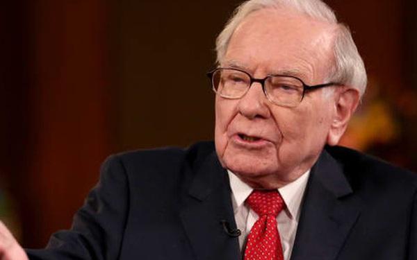 Warren Buffett liên tiếp bị S&P 500 đánh bại, tín hiệu gì cho thị trường chứng khoán?