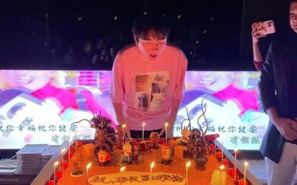 """""""Đệ nhất thiếu gia Trung Quốc"""" tổ chức sinh nhật đơn sơ hơn hẳn mọi năm: Chi """"sương sương"""" 4 tỉ đồng thuê du thuyền với dàn khách mời đặc biệt"""