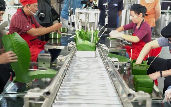 Nhân viên văn phòng bỏ tiền tỷ nghiên cứu chế tạo dây chuyền sản xuất bánh chưng tự động, nhanh gấp 10 gói tay, giá 150k/cái