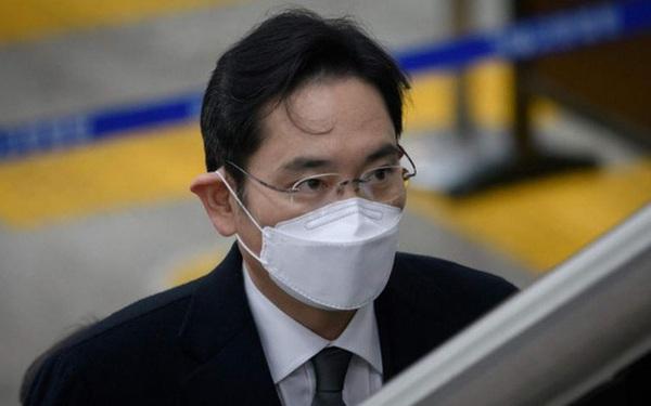 """""""Thái tử"""" Samsung quyết định không kháng cáo bản án 2,5 năm tù"""