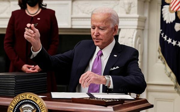 """Làn sóng thứ 2 của Tổng thống Biden đảo ngược """"di sản Trump"""""""