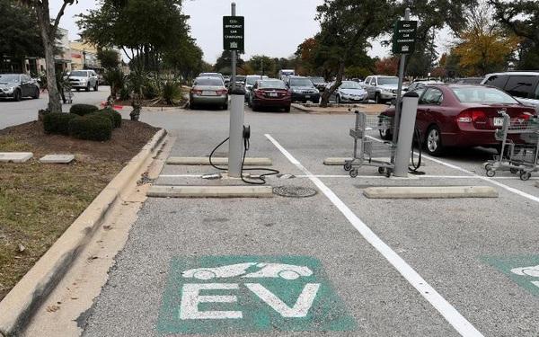 Ông Biden hứa chi 20 tỷ USD thay thế toàn bộ 650.000 xe của chính phủ bằng xe điện: Cơ hội bùng nổ dành cho Elon Musk!