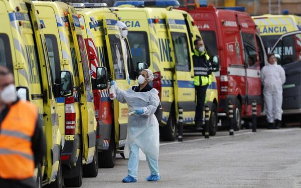 Châu Âu chìm trong cơn ác mộng với biến thể SARS-CoV-2 mới