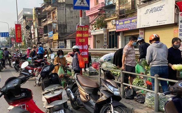 """Hanoians teamed up with sunshine and rushed to rescue farmers in Hai Duong: """"15 tons of vegetables sold out within a few hours"""""""
