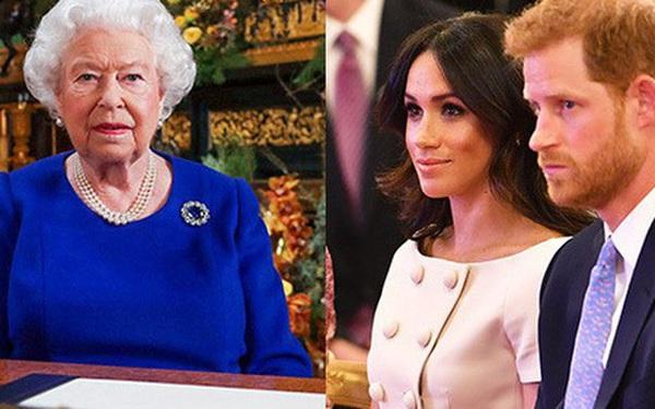 """Nữ hoàng Anh công bố hoạt động được coi là để """"dạy dỗ"""" nhà Meghan Markle, đủ khiến cặp đôi phải muối mặt"""