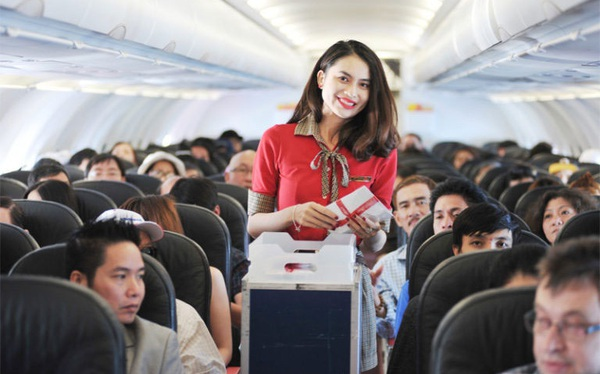 Vì sao Vietjet Air tính tiền bữa ăn trên máy bay còn Vietnam Airlines lại miễn phí?