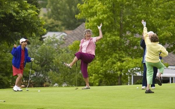 """Không chỉ để """"sang"""", nghiên cứu mới cho thấy chơi golf ít nhất 1 lần/tháng có thể kéo dài tuổi thọ thêm vài năm"""