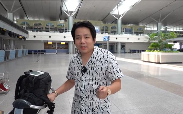 Phút lâm ly của Khoa Pug ở sân bay: Mắt rơm rớm lần đầu xuất ngoại một mình, rời khỏi Việt Nam không hẹn ngày tái ngộ