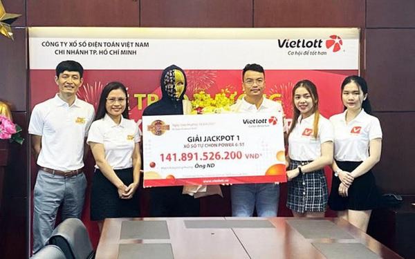 Nhân viên văn phòng ở TP.HCM trở thành tỷ phú nhờ tấm vé Vietlott mua online