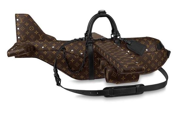 Túi xách hình máy bay giá 900 triệu VNĐ của Louis Vuitton bị cộng đồng mạng chê cười