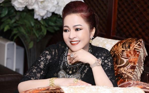 """""""Lộ"""" bức ảnh siêu hiếm thời trẻ của nữ đại gia Nguyễn Phương Hằng"""