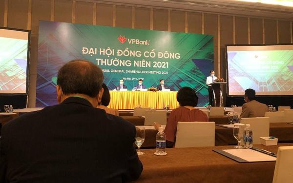 Không chỉ bán 49% FE Credit cho SMBC, VPBank còn bán 1% cho chứng khoán Bản Việt
