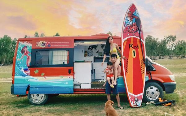 """Cặp vợ chồng """"chịu chơi"""" nhất Việt Nam: Cải tạo ô tô cũ thành nhà đưa con 8 tháng đi phượt từ Bắc chí Nam, quan điểm dạy con càng đáng ngưỡng mộ"""