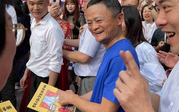Jack Ma tươi cười xuất hiện tại trụ sở Alibaba ở Hàng Châu sau nhiều ngày 'mất tích'