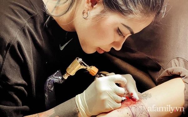 """""""Phù thủy"""" 9x: Người biến vết sẹo mổ đẻ, bụng rạn tung tóe của chị em sau sinh thành tác phẩm nghệ thuật"""