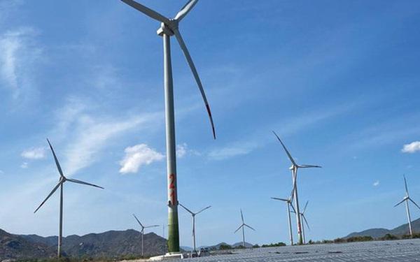 EVN: Huy động nguồn điện tái tạo tăng mạnh và rủi ro thừa nguồn, quá tải