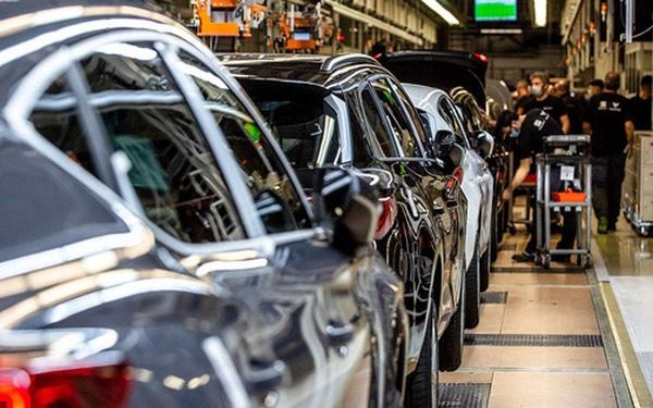 Mỹ hứng chịu hậu quả của cuộc khủng hoảng chip: Nhà máy đóng cửa, ô tô 'đắp chiếu' vì không thể hoàn thiện, người mua giận dữ khi vài tháng không nhận được xe