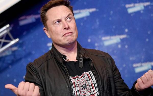 Nhà đầu tư bất lực nhìn Elon Musk tiếp tục thao túng thị trường: Tweet ám chỉ Tesla đã bán hết Bitcoin, giá đồng tiền số chạm đáy