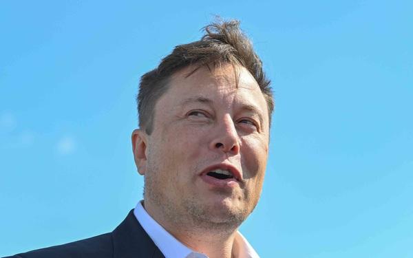 Bài học cảnh báo Elon Musk: Triệu phú John McAfee từng bị bắt vì tội bơm thổi, làm giá thị trường tiền số