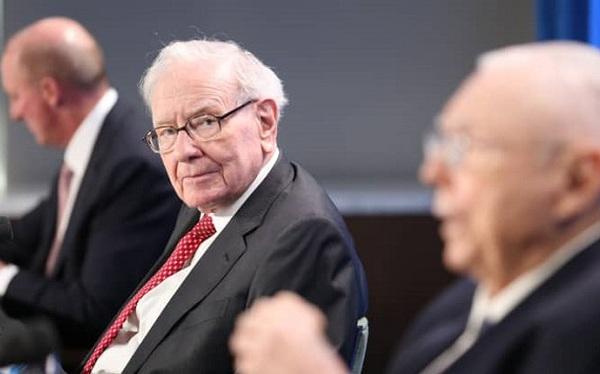 Warren Buffett gửi lời khuyên đặc biệt đến các nhà đầu tư mới